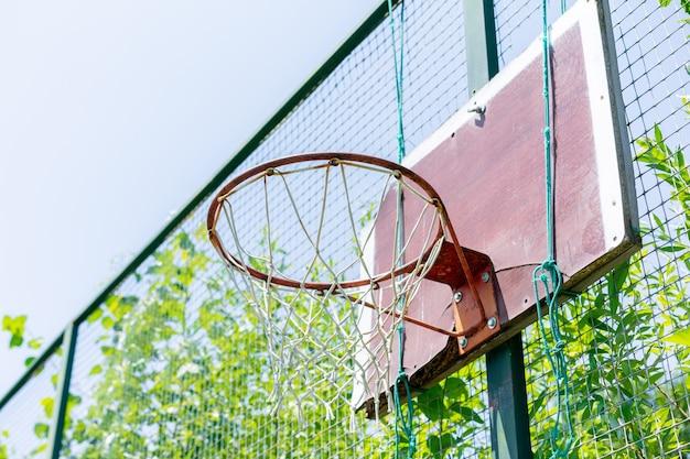 Basketbalring in de tuin