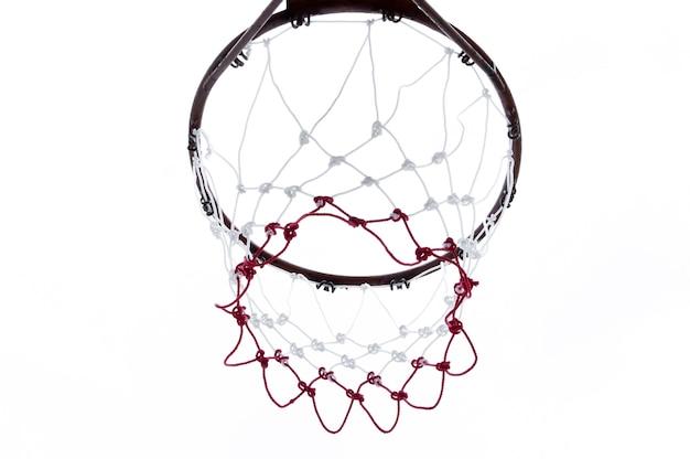 Basketbalring van onderaf gezien