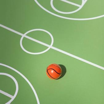 Basketbalstilleven met hoge hoek