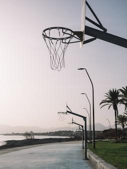 Basketbalveld aan de kust van cambrils