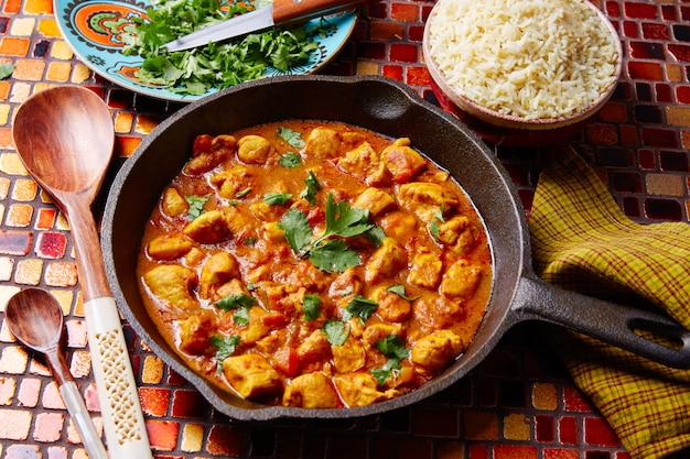 Basmati rijst van het kippenkerrie de indische recept