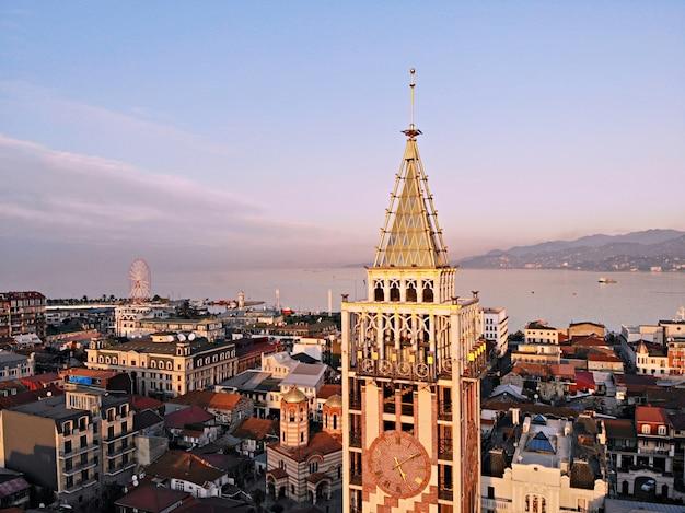 Batumi van bovenaf. luchtfoto van drone. georgische kuststad. prachtig panoramisch uitzicht op de stad.