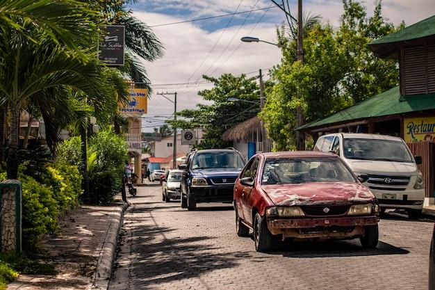 Bayahibe, dominicaanse republiek 21 januari 2020: scène van het dagelijks leven in de stad bayahibe in de dominicaanse republiek tijdens een zomerdag