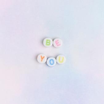 Be you kralen bericht typografie