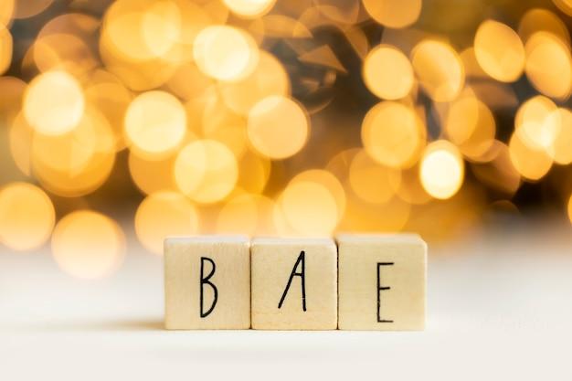 Bea acroniem voor voor iemand anders beste vriend of geliefde sociale media term met gouden bokeh-achtergr...
