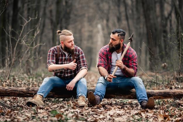 Bearded timmerhout kettingzaag zware bijl baard