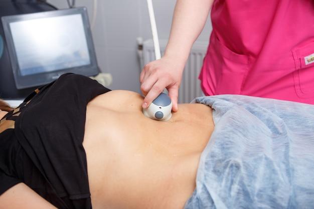 Beauty spa, menselijke hand, liposuctie medische laserdieet, groei, toekomst, zorg, bescherming