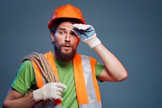 Bebaarde man beschermende uniform industrie geïsoleerde achtergrond