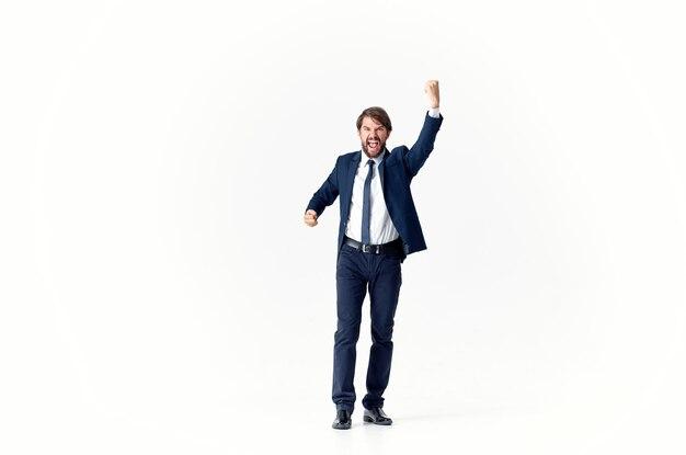 Bebaarde zakenman poseren executive lichte achtergrond