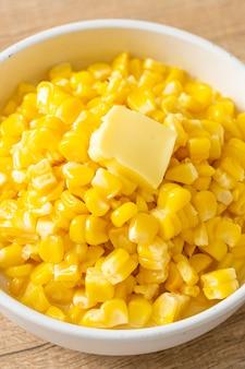 Beboterde maïs of suikermaïs met boter