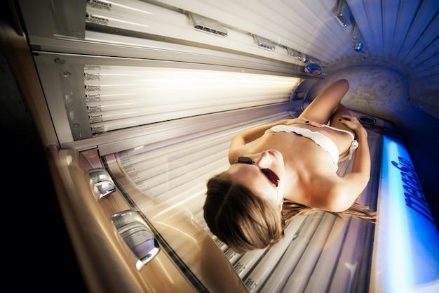Bed zonnebank solarium schoonheid mooi