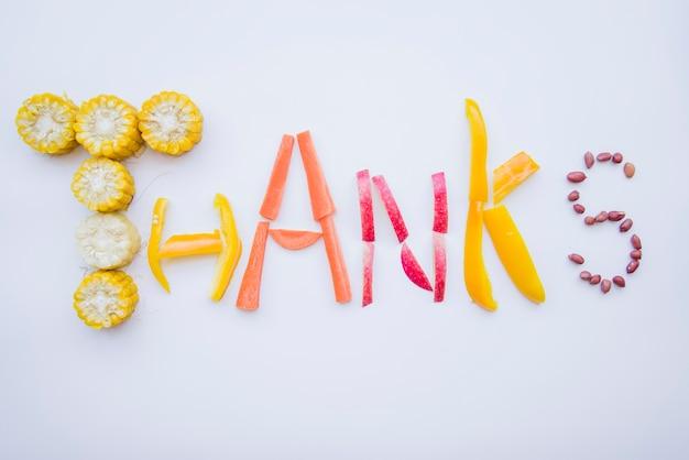 Bedankt belettering gemaakt van voedsel