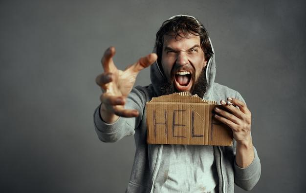 Bedelaar man roept om hulp depressie dakloze financiële problemen