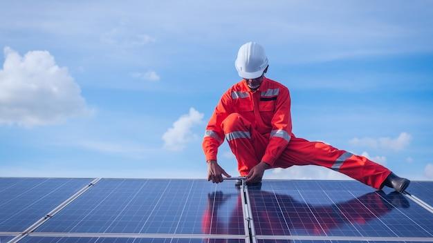 Bediening en onderhoud in zonne-energiecentrale