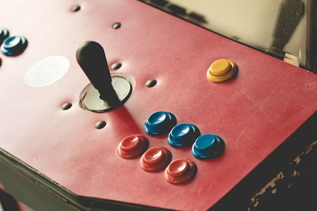 Bedieningsknoppen voor een retro-game-arcade