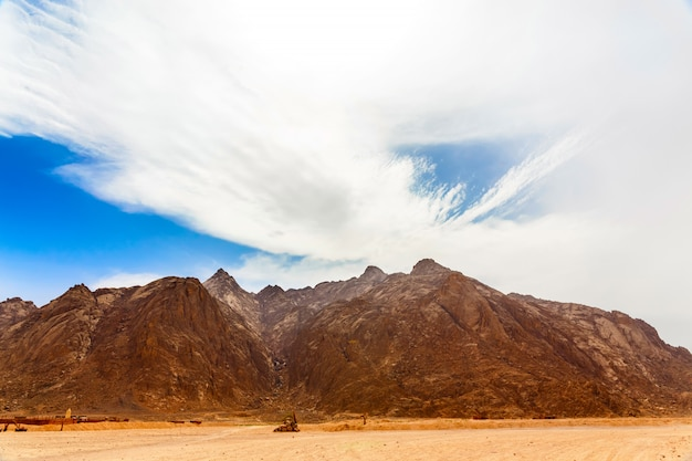 Bedoeïenen dorp in hete woestijn
