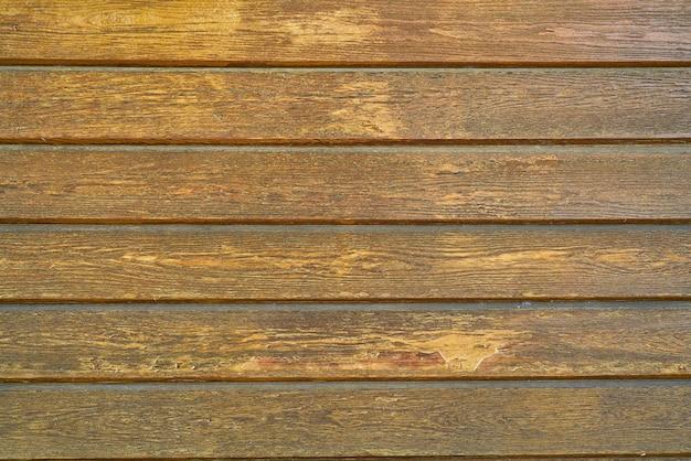 Bedorven houten wand