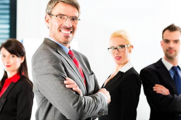 Bedrijf, groep ondernemers in kantoor