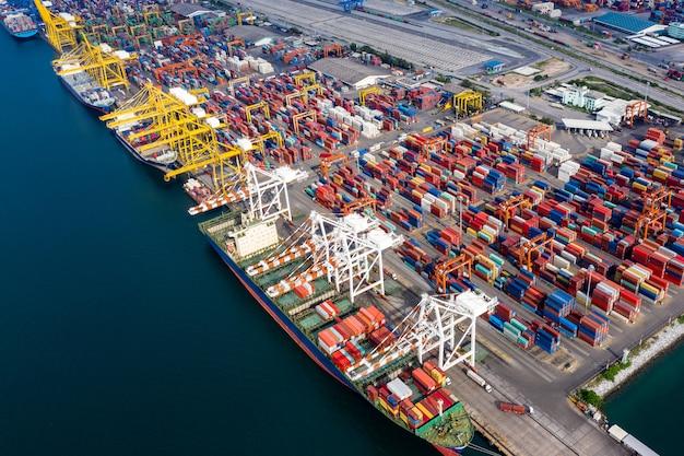 Bedrijfs- en industriegroep logistiek scheepvaart cargo containers import en export internationale oceaanangst