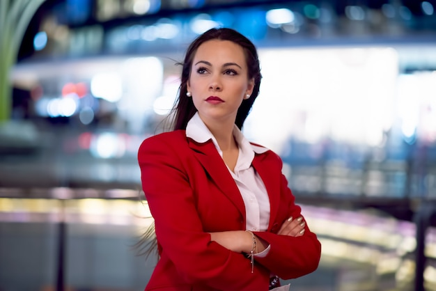 Bedrijfs vrouwenportret bij nacht