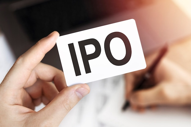 Bedrijfsconcept. kaart met letters ipo - eerste openbare aanbieding.