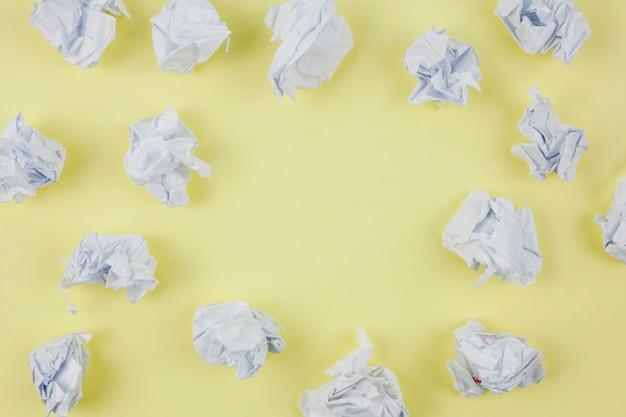 Bedrijfsconcept met verfrommeld papier