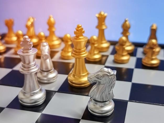 Bedrijfsconcept van schaakspelcompetitie op de achtergrond van het oorlogsconcept, bedrijfsstrategie