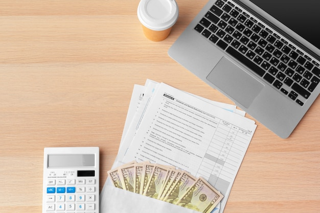 Bedrijfsdocumenten grafiek financieel naar succes op het werk