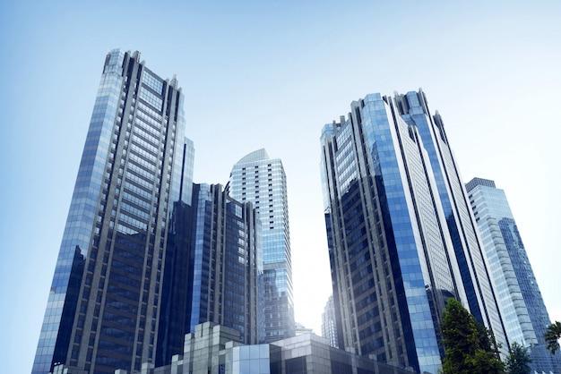 Bedrijfskantoorarchitectuur met de hoge stijgingsbouw in commerciële stad
