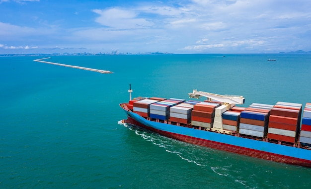 Bedrijfslogistiek containers vracht schip-schrik en import export internationale open zee
