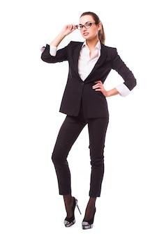 Bedrijfsmensen - bedrijfsvrouw die zich in volledig lichaam bevinden die gelukkig glimlachen geïsoleerd op witte muur