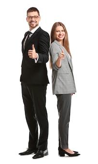 Bedrijfsmensen die duim-omhooggebaar op witte oppervlakte tonen
