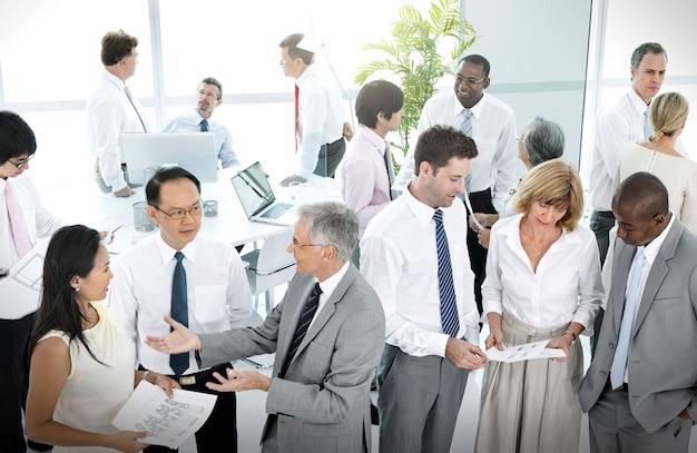 Bedrijfsmensgesprek communicatie het spreken team concept
