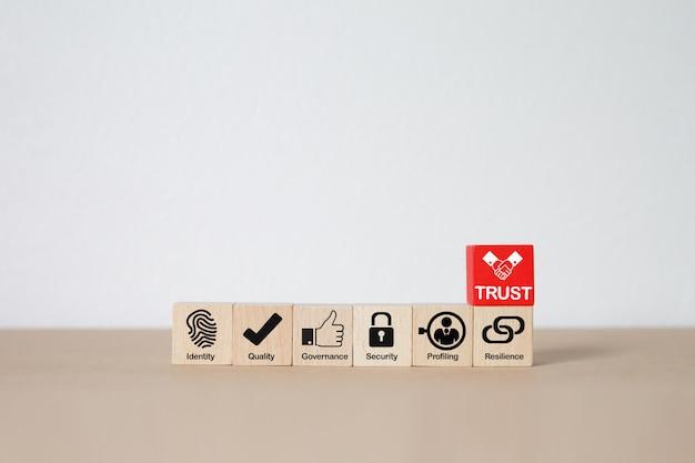 Bedrijfspictogrammen op houten stuk speelgoed blok.