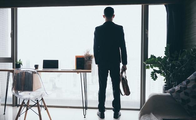 Bedrijfsruimte voor thuiswerken in het concept van sociale afstand