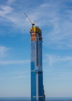 Bedrijfstoren in aanbouw in de stad van new york