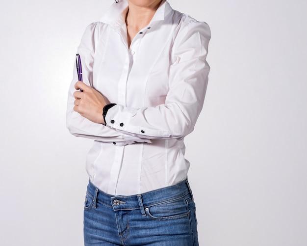 Bedrijfsvrouw op witte achtergrond
