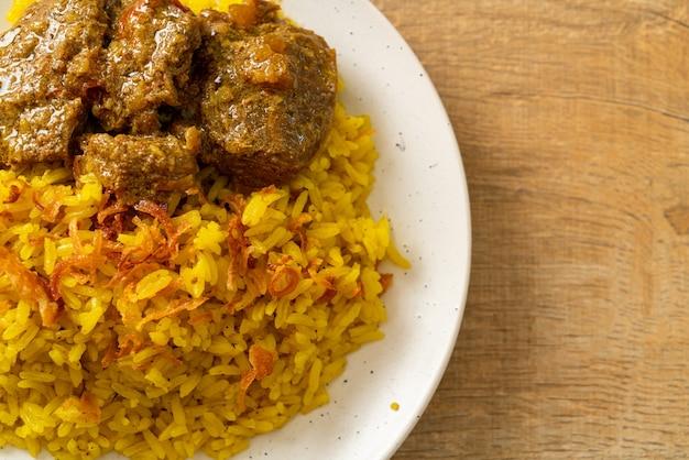 Beef biryani of curry rijst en rundvlees