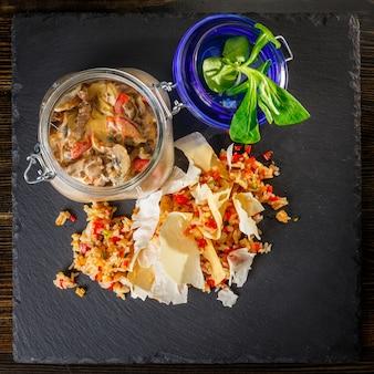 Beef stroganoff met romige saus, rijst en groenten