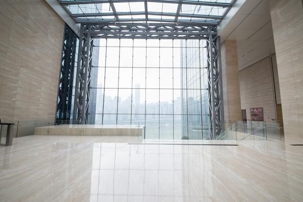 Beeld van de ramen in morden kantoorgebouw