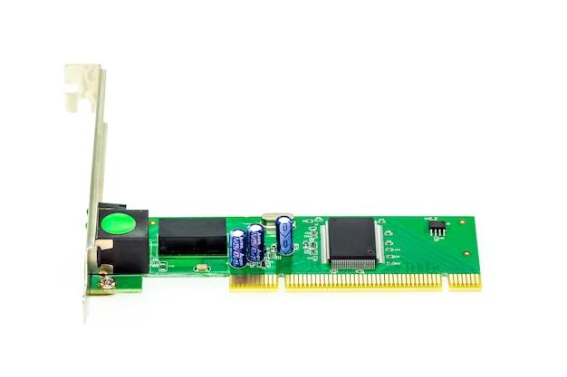 Beeld van lan-netwerkkaart voor computer op witte achtergrond wordt geïsoleerd die. computer hardware.