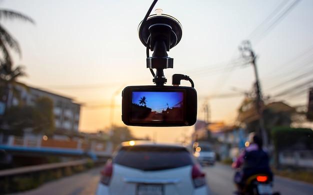 Beeldauto's en zonochtend op camera in auto
