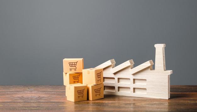 Beeldje van industriële fabrieksinstallaties en kartonnen dozen met goederen en producten.