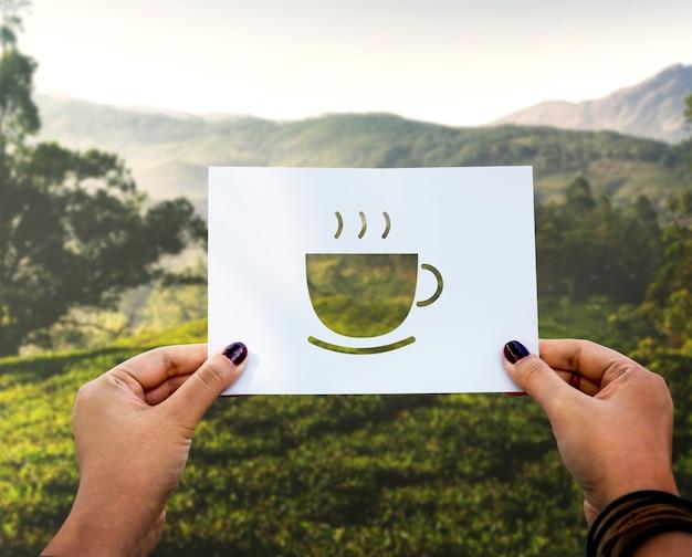 Begin nieuwe dag met kop koffie geperforeerd papier