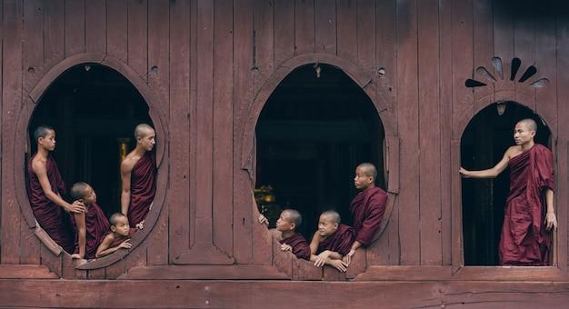 Beginnende monniken in myanmar