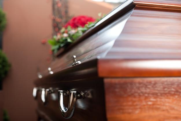 Begrafenis met doodskist