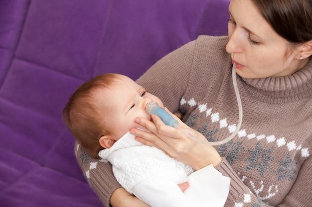 Behandeling van verkoudheid bij baby