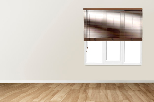 Beige lege kamer met ramen authentiek interieur