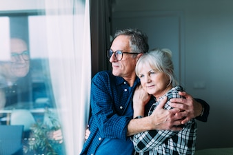 Bejaard paar in bejaardentehuis
