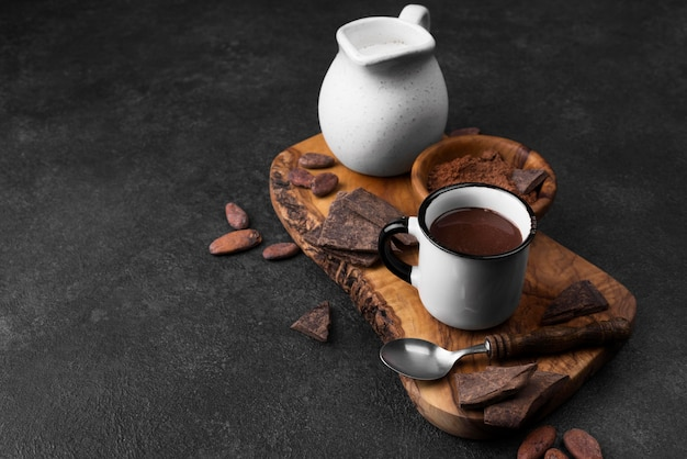 Beker met warme chocolademelk